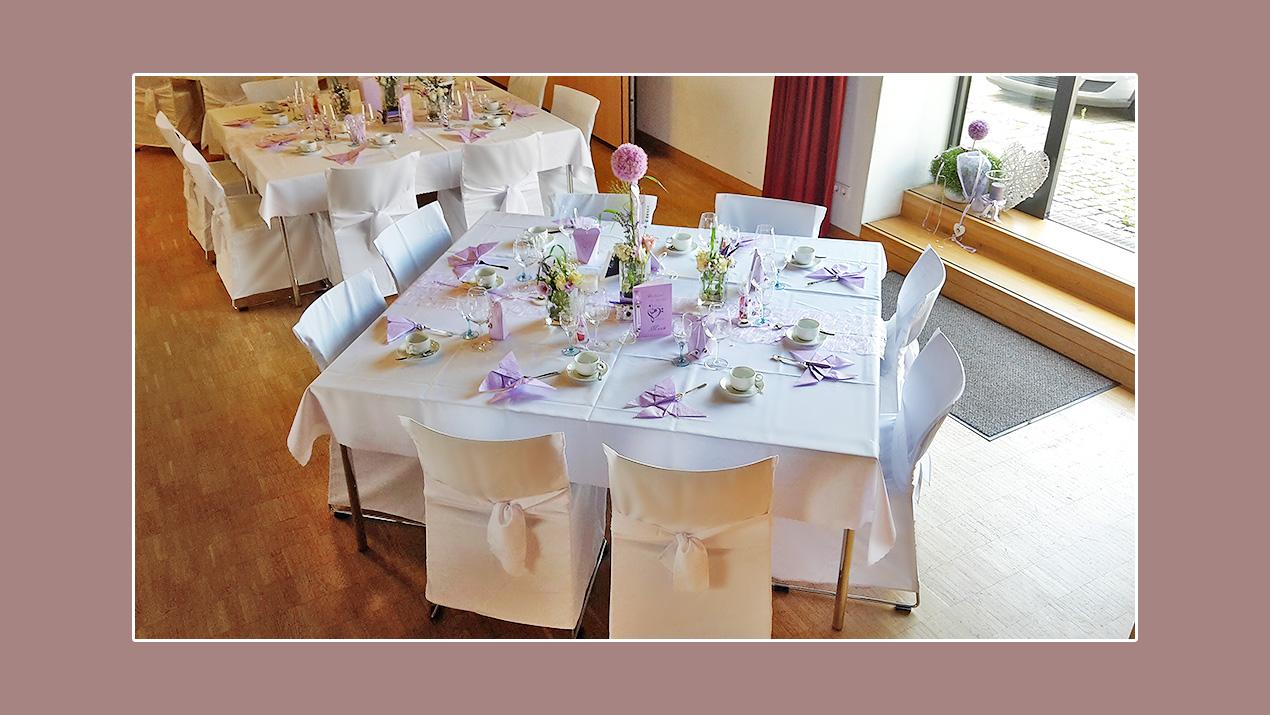 Tischdeko Hochzeit lila weiß zum Frühling